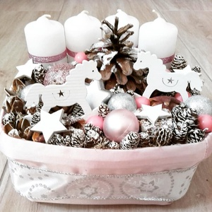 HINTALOVAS adventi-ünnepi-fehér-rózsaszín SZETT, Otthon & lakás, Dekoráció, Ünnepi dekoráció, Lakberendezés, Asztaldísz, Mindenmás, Virágkötés, Hintalovas fehér-rózsaszín adventi szett.\nNovember utolsó vasárnapja advent első vasárnapja onnantól..., Meska