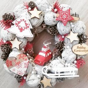 JÁTÈKORSZÁG ADVENTKOR  -piros-fehér Kopogtató, ajtódísz, Otthon & lakás, Dekoráció, Ünnepi dekoráció, Karácsony, Karácsonyi dekoráció, Mindenmás, Virágkötés, RENDELHETŐ!!!\nA skandináv design kedvelőinek, akik szeretik a fehér, a szürke, a barna és a piros sz..., Meska