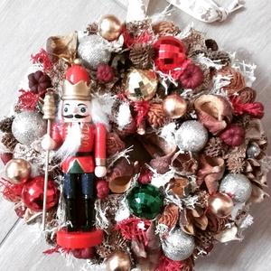 DIÓTÖRŐ adventi-karácsonyi ajtódísz, kopogtató RENDELHETŐ, Otthon & Lakás, Karácsony & Mikulás, Karácsonyi dekoráció, Virágkötés, Mindenmás, A klasszikus karácsony jellemzői a piros, a zöld és a fehér, egy kis kockás anyag, és némi játékossá..., Meska