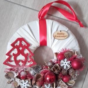 KARÁCSONYI FENYŐ karácsonyi-adventi KOPOGTATÓ AJTÓDÍSZ, Adventi koszorú, Karácsony & Mikulás, Otthon & Lakás, Mindenmás, Virágkötés, A piros-fehér kettőse nálam a kedvenc, egyszerűen nem tudom megunni, bocsánat érte...\nA szalma alap ..., Meska