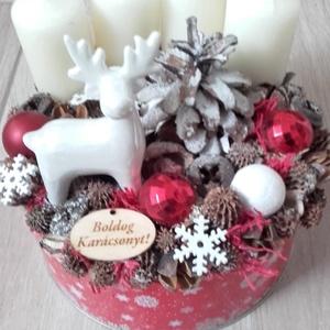 KARÁCSONYI DOBOZ szarvas-  ünnepi-adventi box, koszorú, Adventi koszorú, Karácsony & Mikulás, Otthon & Lakás, Mindenmás, Virágkötés, \n\nA háncs dobozt kibéleltem száraztűzőhabbal majd ebbe állítottam bele a fehér gyertyákat. Ezután kö..., Meska