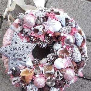 KARÁCSONYI HANGULAT ünnepi-karácsonyi koszorú, ajtódísz, kopogtató, Otthon & Lakás, Karácsony & Mikulás, Karácsonyi dekoráció, Virágkötés, Mindenmás, A glamour asztaldíszekre jellemző a pompa és fényűzés. A meglepetésekhez illik a lila, mályva, ezüst..., Meska