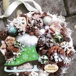 HÚZZ KORCSOLYÁT zöld-ünnepi-karácsonyi termés kopogtató, ajtódísz KÉSZTERMÉK, Karácsony & Mikulás, Karácsonyi dekoráció, Virágkötés, Meska