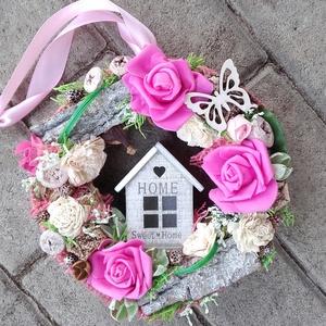 HOME SWEET HOME tavaszi-virágos tündérajtós  kopogtató, ajtódísz dísz, Otthon & Lakás, Dekoráció, Ajtódísz & Kopogtató, Mindenmás, Virágkötés, Egyedi lakásdekoráció\nA szalma alapot gazdagon díszítettem apró művirágokkal, termésekkel ming virág..., Meska