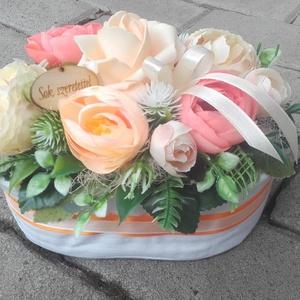 SOK SZERETETTEL virágdoboz, virágbox, virágos asztaldísz ANYÁK NAPJÁRA, SZÜLINAPRA, NÈVNAPRA, Otthon & Lakás, Dekoráció, Asztaldísz, Virágkötés, Tavaszi asztaldísz.\nDíszítheti lakásodat, de adhatod ajándékba is, anyák napjára, szülinapra vagy há..., Meska