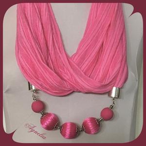 Ékszersál - rózsaszín gyűrt anyag, gyöngyös, Ékszer, Táska, Divat & Szépség, Ruha, divat, Sál, sapka, kesztyű, Nyaklánc, Mindenmás, Rózsaszín gyűrt pamutanyagból készítettem ezt az ékszersálat, amelyen halványabb rózsaszín csíkok fu..., Meska