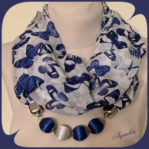 Ékszersál - kék pillangós hosszú, gyöngyös, Ékszer, Nyaklánc, Hosszú nyaklánc, ..száz meg száz kék pillangó ezüst mezőn… Saját készítésű, selyemszatén szalaggal bevont gyöngyökkel..., Meska