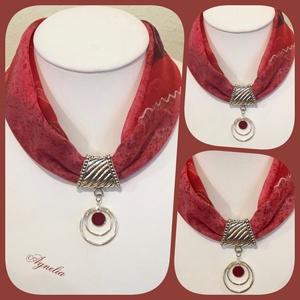 Ékszerkendő - bordó/pink/ bordóköves medál/ rövid, Ékszer, Nyaklánc, Statement nyaklánc, Az ékszer a következő alapanyagokból készült: - textil - fém medál  - nikkelmentes fém elemek 33/21 ..., Meska