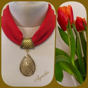 Ékszerkendő - piros, aranyszínű, csepp alakú medál/ rövid, Ékszer, Nyaklánc, Statement nyaklánc, Az ékszer a következő alapanyagokból készült: - textil - fém medál  - nikkelmentes fém elemek 41/21 ..., Meska