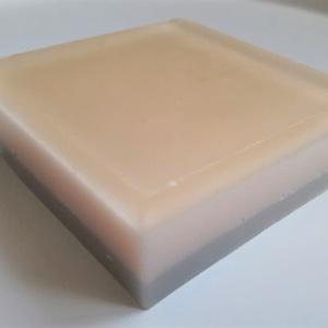 Csíkos szappan , Táska, Divat & Szépség, Szépség(ápolás), Krém, szappan, dezodor, Kecsketejes szappan, Szappankészítés, Aloe verás-kecsketejes szappan szappanalapból, kevés rozmaring és lime illóolajjal.\n85-90 gramm\n..., Meska