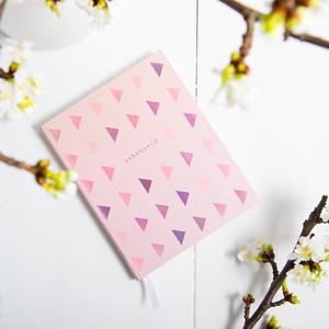 Babanapló, bébinapló, emlékkönyv, kemény fedeles könyv, rózsaszín, lila kisbabáknak, kislányoknak háromszög mintával (agnescor) - Meska.hu
