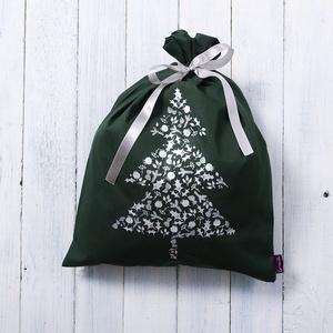 Ajándékcsomagoló zsák nagy, zöld pamut, fenyőfa mintával a papírmentes karácsonyért,  zero waste, környezetbarát, Karácsony & Mikulás, Karácsonyi csomagolás, Varrás, Fotó, grafika, rajz, illusztráció, Ajándékcsomagoló karácsonyi zsák, zöld pamutvászon, ezüst karácsonyfával az elején,  a papírmentes k..., Meska