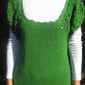 zöld virágszőnyeg felső, Ruha & Divat, Póló, felső, Női ruha, Egyedi, kézzel készített, 38-42 méretű, női, fűzöld felső-mellény. Hossza 60 cm.  Ez egy kötött-horg..., Meska