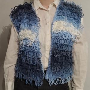 Meleg hurokmellény, Ruha & Divat, Női ruha, Mellény, Kék színátmenetes mellény. Mérete 36-38. Hossza: 44cm, szélessége: 50 cm. Ez egy rövid fazonú mellén..., Meska
