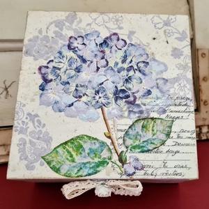 Hortenziás doboz, Ékszer, Ékszertartó, Decoupage, transzfer és szalvétatechnika, Festett tárgyak, Kedvenc virágom a hortenzia, így ha találok ilyen szalvétát, azonnal dobozra teszem. Ez a színvilág ..., Meska