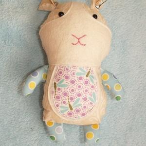 Textil tengerimalac figura, Játék & Gyerek, Malac, Plüssállat & Játékfigura, Tengerimalac szitakötő mintás pocakkal. Kb 23 cm magas. Eredeti Dolls and Daydreams szabásminta alap..., Meska