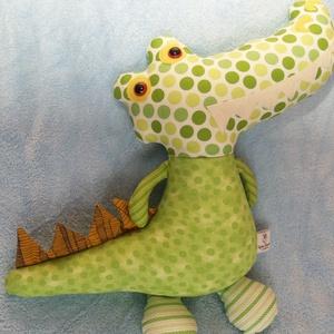 Mókás krokodil- nyakpárna (agotamama) - Meska.hu