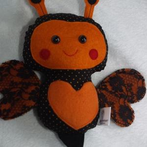 Tavaszváró szívecskés méhecske, zümike, Dekoráció, Otthon & lakás, Gyerek & játék, Játék, Plüssállat, rongyjáték, Varrás, Baba-és bábkészítés, Züm-züm! Mindjárt itt a tavasz, megérkeztek a zümikék is hozzánk. Ez a narancs-fekete mintás cuki ki..., Meska