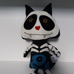 Csontváz cica textil figura , Dekoráció, Otthon & lakás, Játék, Gyerek & játék, Játékfigura, Plüssállat, rongyjáték, Varrás, Ilyen vagány csontváz cica biztosan nem fog szembejönni velünk az utcán!  Ijesztően aranyos  kis bar..., Meska
