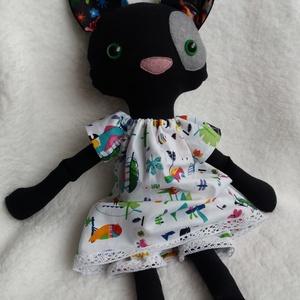 Lukrécia, fekete öltöztethető cica textilből, Játék & Gyerek, Cica, Plüssállat & Játékfigura,  Lukrécia, a fekete öltöztethető cica megérkezett hozzátok. Trendi, trópusi madár mintás, csipke dís..., Meska