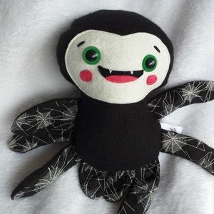 Mókás pókocska textilből (pókhálós lábú), Játék & Gyerek, Más figura, Plüssállat & Játékfigura, Ez vidám arcú pókocska csak arra vár, hogy jókedvre derítsen mindenkit! Akár pókkedvelők vagyunk, ak..., Meska