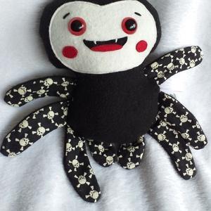 Mókás pókocska textilből (sötétben világító, koponyás lábú), Játék & Gyerek, Más figura, Plüssállat & Játékfigura, Ez vidám arcú pókocska csak arra vár, hogy jókedvre derítsen mindenkit! Akár pókkedvelők vagyunk, ak..., Meska