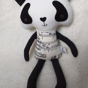 Panda figura hangjegyes ruhában, Maci, Plüssállat & Játékfigura, Játék & Gyerek, Varrás, Ez a textilből készített dekoratív panda figura igazán felhívja magára a figyelmet! Testéhez minőség..., Meska