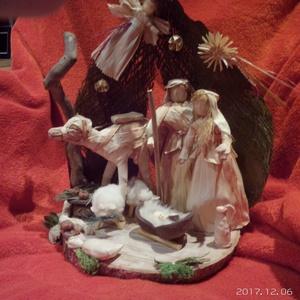 Betlehem nagy, Karácsonyi, adventi apróságok, Dekoráció, Karácsonyi dekoráció, Ünnepi dekoráció, Fonás (csuhé, gyékény, stb.), Újrahasznosított alapanyagból készült termékek, Csuhéfigurákkal készített Betlehemi jelenet tevével. Natúr ,falapon,faháncs ,termések dió,szalma,ra..., Meska