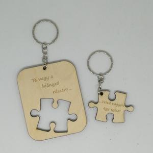 Puzzle kulcstartó párban , Táska, Divat & Szépség, Kulcstartó, táskadísz, Famegmunkálás, Gravírozás, pirográfia, Páros puzzle kulcstartó\nSaját üzenettel is kérhető, fa lézervágott és gravírozott termék.\n5,5x7 cm\n..., Meska