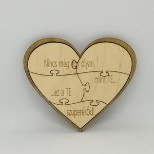 Fa puzzle szív saját képpel, Esküvő, Esküvői dekoráció, Meghívó, ültetőkártya, köszönőajándék, Nászajándék, Famegmunkálás, Gravírozás, pirográfia, Saját képpel és szöveggel kérhető fa szív puzzle, 12x10 cm.\nNatúr fa, lézervágott és gravírozott ter..., Meska