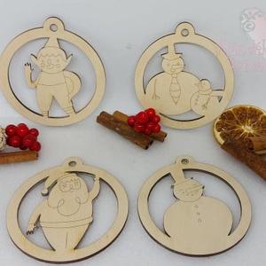 4 db-os Télapós függődísz csomag, Otthon & Lakás, Karácsony & Mikulás, Karácsonyfadísz, Famegmunkálás, Gravírozás, pirográfia, 4 db karácsonyfadísz egyben egy csomagban natúr fából.\nMéretük: Kb 9 cm, Meska