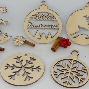 5 db karácsonyfadísz egy csomagban (2), Karácsony & Mikulás, Karácsonyfadísz, Famegmunkálás, Gravírozás, pirográfia, 5 db karácsonyfadísz egyben egy csomagban natúr fából.\nMéretük: Kb 8-9 cm, Meska
