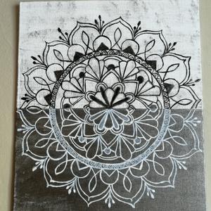 Ezüstös falikép, Művészet, Festmény, Festmény vegyes technika, Festett tárgyak, A fehér tisztasága és az ezüst szürke eleganciája ihlette ezt a kompozíciót. Falon vagy egy polcot d..., Meska