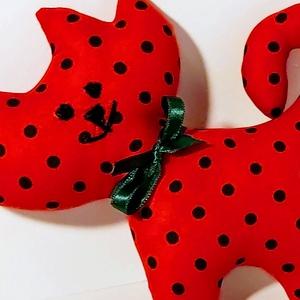 Textil cica, Cica, Plüssállat & Játékfigura, Játék & Gyerek, Varrás, Textilből készültek a cicusok, különböző színben és mintával. Pofácskájuk hímzett. Magasságuk 18 cm ..., Meska