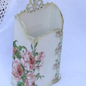 Rózsaszín rózsás, bézs színű  fa kosár ívelt füllel bézs színű papírzsebkendő tartó  (ajulia) - Meska.hu