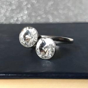 Kristály, Ékszer, Gyűrű, Többköves gyűrű, Ékszerkészítés, Ez az igazán szép nemesacél gyűrű két darab Swarovski kristállyal lett díszítve. Dupla köves megoldá..., Meska