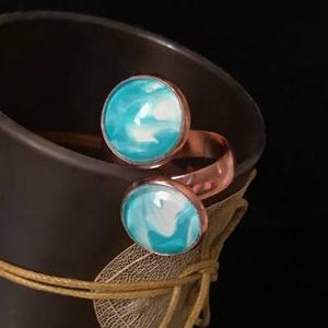 Blue - Spirál, Ékszer, Gyűrű, Üveglencsés gyűrű, Ékszerkészítés, Spirál alakú, dupla üveglencsés, rózsaarany színű gyűrű türkiz - fehér színekkel. Egyedi és különleg..., Meska