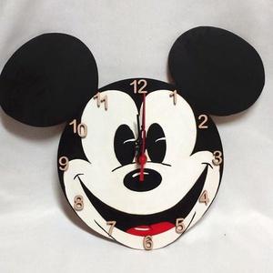 Mickey egeres falióra, Ékszer, Lakberendezés, Otthon & lakás, Falióra, óra, , Fa alapanyagra festett Mickey egeres óra, néma óraszerkezettel! A festék színes akril, fedőréteggel ..., Meska