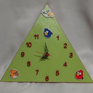 Angry Birds gyermek falióra, Ékszer, Lakberendezés, Otthon & lakás, Falióra, óra, Festészet, Mindenmás, Fa alapanyagra festett Angry Birds falióra, néma óraszerkezettel! A festék zöld-piros akril, fedőrét..., Meska