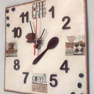Kávés konyhai falióra, Dekoráció, Otthon & lakás, Ékszer, Lakberendezés, Falióra, óra, Mindenmás, Decoupage, transzfer és szalvétatechnika, Egyedi festésű és dekorált falióra, ami fa alapra készült. Akrilfestékkel festett és kávészemekkel, ..., Meska
