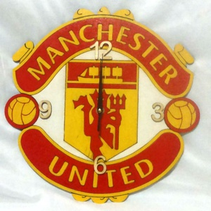 Manchester United falióra, Ékszer, Otthon & lakás, Lakberendezés, Falióra, óra, Festészet, Mindenmás, Fa alapanyagra, kézzel festett  falióra focirajongóknak, néma óraszerkezettel!  Gyönyörű dísze a fo..., Meska