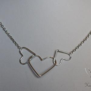 Hármas szív ezüst nyaklánc, Monogram & Névnyaklánc, Nyaklánc, Ékszer, Ékszerkészítés, Fémmegmunkálás, A képen egy 52 cm hosszú ezüst nyaklánc látható, amelyen egy nagyobb és két kisebb szív található. A..., Meska