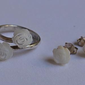 Ezüst gyűrű és fülbevaló gyöngyház rózsákkal, Ékszer, Ékszerszett, Ékszerkészítés, Ötvös, Meska