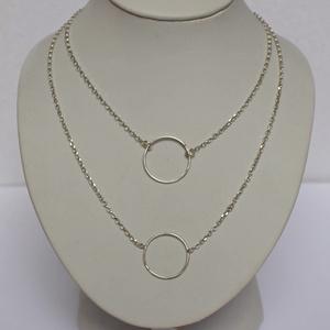 Ezüst karika nyaklánc, Medálos nyaklánc, Nyaklánc, Ékszer, Ékszerkészítés, Ötvös, 925 ezüstből készülnek ezek az egyszerű, de mégis mutatós karika nyakláncok.\n\nAz ajánlat 1 db lánc 1..., Meska