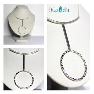 Design ezüst nyakék, Y nyaklánc, Nyaklánc, Ékszer, Ékszerkészítés, Ötvös, A vékony láncon egy 8*6 cm-es medál található, amely a láncon csúszik.\n\nA karika (amely magában is m..., Meska