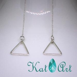 Hosszú 925 ezüst háromszög fülbevaló, Lógó fülbevaló, Fülbevaló, Ékszer, Ékszerkészítés, Ötvös, A vékony lánc végén egy háromszög csüng.\nA fülbevaló 925 Sterling ezüstből készült., Meska
