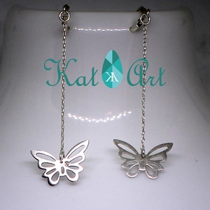 Pillangós 925 ezüst fülbevaló patentzárral, Lógó fülbevaló, Fülbevaló, Ékszer, Ékszerkészítés, Ötvös, A pillangók repülnek az arcunk mellett, ahogy a láncok végén fityegnek.\n\nA fülbevalók 925 Sterling e..., Meska