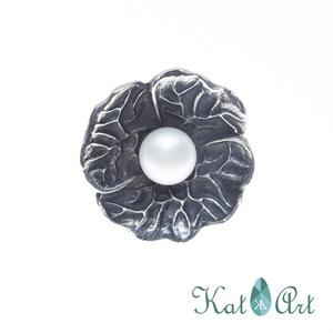 Ezüst gyűrű, Ékszer, Gyűrű, Ékszerkészítés, Ötvös, Tenyésztett gyöngy. Az ezüst felülete antikolt.\nMérete 59-es.\n\n, Meska