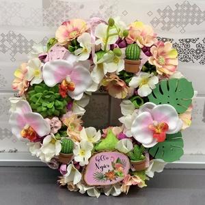 Csupa virág trópusi tünemény kopogtató - ajtódísz, dekoráció, Lakberendezés, Otthon & lakás, Ajtódísz, kopogtató, Dekoráció, Virágkötés, Egyedi, kézzel készített kopogtató kaktuszokkal, virágokkal és selyemorchideával, mely a trópusok ha..., Meska
