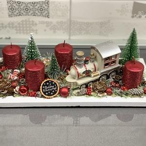 A kis mozdony adventi koszorú - dekoráció, Otthon & lakás, Lakberendezés, Dekoráció, Ünnepi dekoráció, Karácsony, Karácsonyi dekoráció, Asztaldísz, Virágkötés, MÁR CSAK PIROS VONATTAL RENDELHETŐ!\nEgyedi, kézzel készített adventi dísz termésekkel, karácsonyi gö..., Meska
